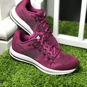 NWT Nike Zoom Vomero 12 Burgundy WMNS